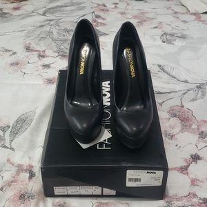 FashionNova black pumps